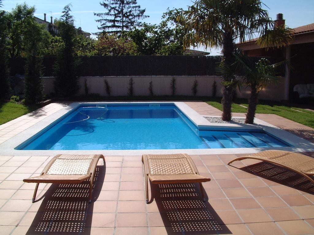 Construcci n de piscinas privadas piscines dome - Coronacion de piscinas precios ...