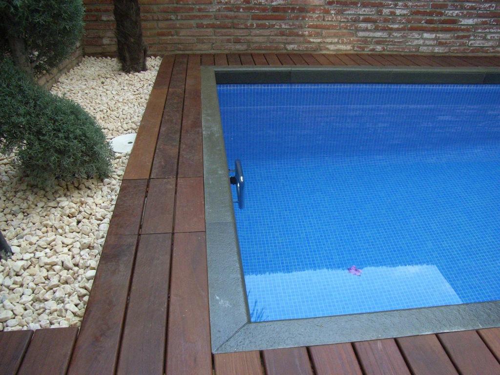 Construcci n de piscinas privadas piscines dome - Piscina gresite blanco ...