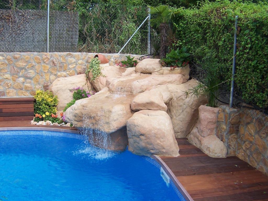 Piscina con cascada de piedra cascada para piscina with for Cascadas con piedras
