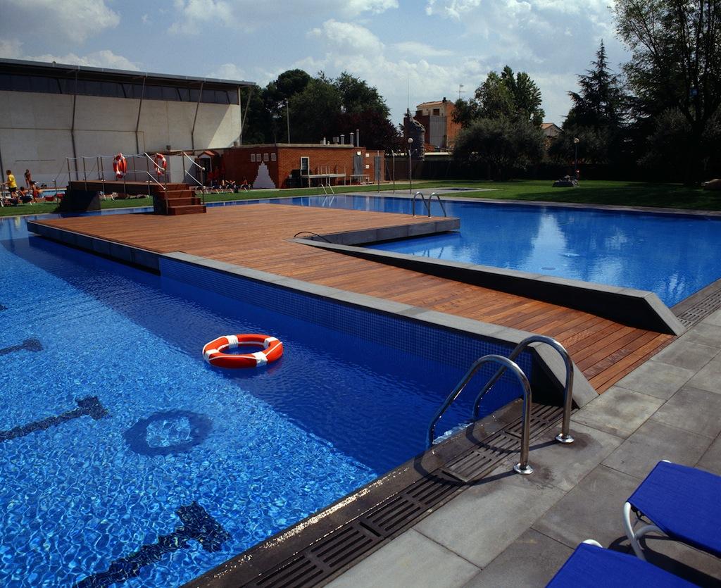 Construcci n de piscinas p blicas piscines dome for Piscina villares de la reina