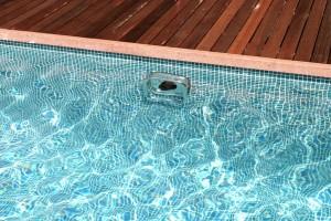 Nadador contracorriente instalado_natación contracorriente