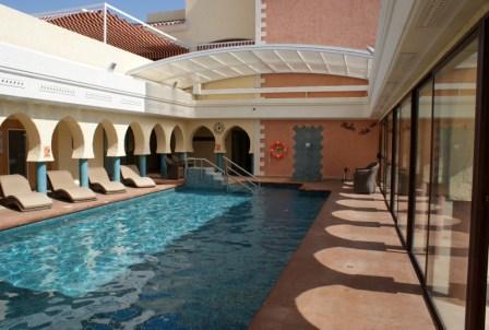 Cubiertas elevadas para piscinas piscines dome for Techos para albercas