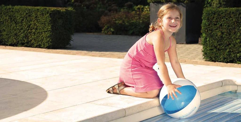 Niños en la piscina_Cubiertas automáticas Roldeck Starline