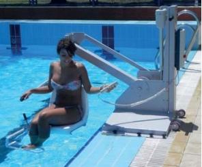 elevador-hidraulico-bateria-piscina-para-discapacitados